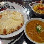 バンチャガル - チキンカレーとチーズナン