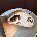 marzi-pan - 料理写真:レーズン&チーズ  カット
