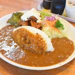 119909516 - チキン南蛮カレー(980円)                 こちらの名物です。                 提供時に「うわぁ」って言葉を発するくらいの大きなお皿。