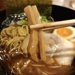 金澤濃厚豚骨ラーメン 神仙 - メンマ