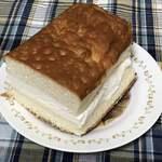 119916161 - パンからクリームがはみ出てる!