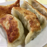 暖宝 - 「餃子(5個入)」@500(税込) 粉から手作りする自家製の皮は厚みがあります。こだわりの手包みで、野菜と肉の餡がパンパンに入っています。佐野の餃子に似ていて、めっちゃ美味!