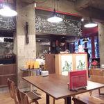 彦根バルやぶや食堂 - 奥の席から店内