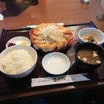浜太郎 - 赤餃子定食12個980円です。