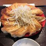 浜太郎 - パリッと焼かれた餃子。甘過ぎないのが良かった。