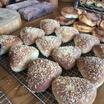 山のパン屋 ダディーズ・ベーカリー - ガーリックフランスも美味しそうです(2019.11.18)