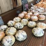 山のパン屋 ダディーズ・ベーカリー - 今回買った黒豆パンがこれ(2019.11.18)