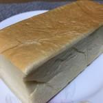 山のパン屋 ダディーズ・ベーカリー - ハチミツ25%、きめの細かな今流行のタイプです(2019.11.18)
