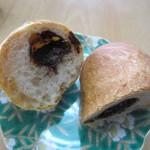 パン工房グラン・エピ - フランスパン生地の中にチョコを入れたおやつ感覚のハード系のパンです。