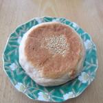 パン工房グラン・エピ - パンオノアはもう一種類、これは中にとろとろのチーズクリームの入ったパンオノアです。
