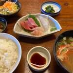 ぼら納屋 - 刺身定食 1595円。