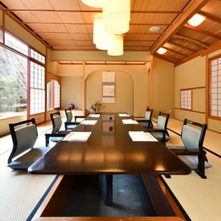 あらゆるシーンに対応可能の多彩なお席。大広間や個室も完備
