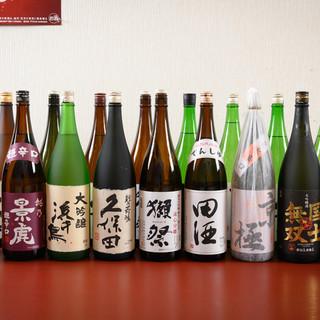 全国の地酒や焼酎など有名銘柄が揃う。種類豊富なドリンクが魅力