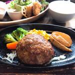 NIKU CAFE 頂 - 料理写真:飛騨牛ハンバーグ