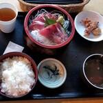 119977673 - 日替わり定食「ハチビキの刺身定食」(550円)