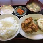 チャイナ秀 - 鶏のから揚げとサービスランチ