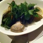 タンブラン - あさりとムール貝のワイン蒸し
