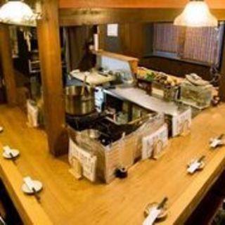 臨場感あふれるオープンキッチン!調理風景をお楽しみください
