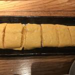 119982869 - だし巻き690円。関西人の私と関東人の同行者が、玉子焼きを取り合うのは、よほどのこと(笑)。ふわふわ食感と塩梅が絶妙で、とても美味しくいただきました(╹◡╹)