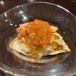 Muromachi Wakuden - こっぺ蟹の鮨。餡掛け風の旬のこっぺ蟹の下には鮨飯が。やはり和久傳の生い立ちが丹後出身ですから、呼び名も丹後風。