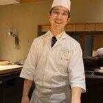 Muromachi Wakuden - 料理長の松本さんは、往年の映画俳優のような顔立ちにスマートな雰囲気。『木山』さんや『銀座ふじやま』さんと同年代らしい。
