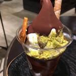 サタデイズ チョコレート ファクトリー カフェ - クラッシュされたピスタチオがタップリで塩味が絶妙なバランス(^o^)