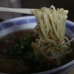松ちゃん - しょうゆラーメンの麺