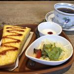 明楽時運 - 料理写真:レギュラーコーヒー400円とエッグトーストBセット