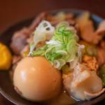 秋元屋 - 2019.9 煮込み(380円)+煮玉子(100円)