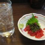 大ざわ地下西店 - マグロ中落ち・麦焼酎(水割り)