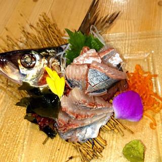 産地直送鮮魚を1品《100円》にてご提供。赤字覚悟の大特価!