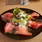 トマトと生ハムのパルミジャーノサラダ