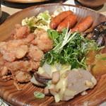 葡萄の丘 - 唐揚げとウインナーが大半を占める主人の皿