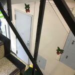 フルーツパーラーフクナガ - 階段にもイチゴマーク