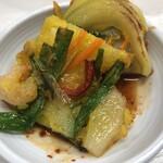 韓国キッチン ソウル市場 - ピリ辛なタレをつけ凄く美味しい海鮮チヂミ❗️