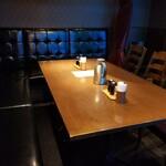 和飲。ほの字 - 店内のテーブル席