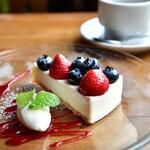 ニド・カフェ - 赤いフルーツのレアチーズ・タルト@620円