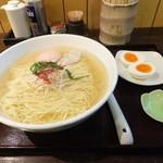 麺屋海神 - あら炊き塩らあめん大盛り800円+トッピング味玉100円