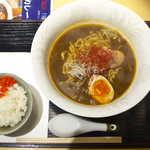 蟹喰楽舞 - 室蘭カレーラーメン(¥800)。サラっとして甘辛いスープが印象的