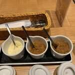 120067654 - 粉チーズ、レモンチャツネ、マンゴーチャツネ