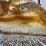 120069058 - テイクアウトしたベイクドチーズケーキ