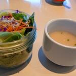 ザ ミート ロッカー ステーキ アンド カフェ - この サラダ なかなかのボリューム! スープ ・・