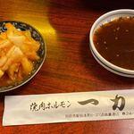 120080204 - キムチとタレ ※キムチは白菜。他にも種類あり。