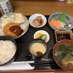 お食事処 のぶかわ - 料理写真:日替わり定食、今日はコロッケ