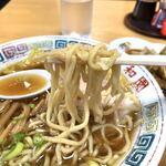 平和園 - 麺リフト