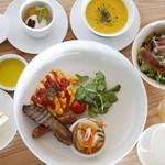 アリタハウス - 野菜たっぷりのモーニングディッシュは宿泊客専用。
