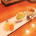 Amber - おつまみ3種盛り 800円 タラモサラダ、エビのバジルマヨネーズ、スモークのうずら玉子