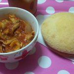 フレッシュベーカリーアップル - 右がメープルメロンパン(朝食に食べました)