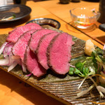 肉と京料理 かぐら - 牛タン低温ロースト 肉刺し仕立て