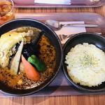 Pikanthi - ランチメニューの「チキンレッグ」のスープカレー